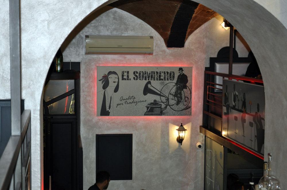 Pub Napoli el sombrero 1976